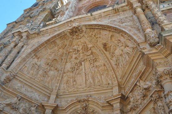 Astorga Cathedral : El portico de una de las puertas