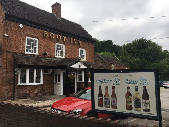 The Boot Inn and Kitchen: Dining / Bar / TV Area