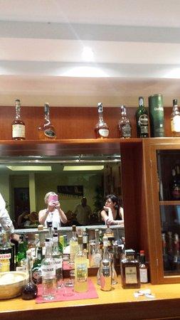 Hotel Caesar Palace: un bar plein! pffff jamais vu çà de ma vie!