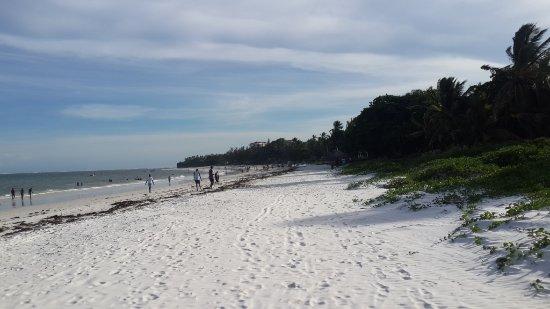 Nyali Beach: 20160418_164448_large.jpg