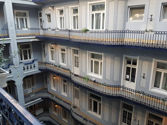 Baross City Hotel: 20170718_183156_large.jpg