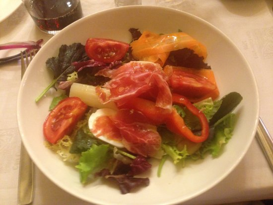 Can Culleretes : House salad. Delicious and fresh!