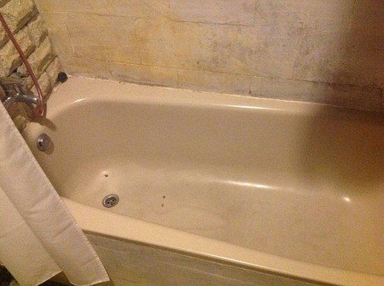 DePradha Guest House: Dirty