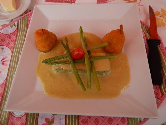 Trois Ponts, Belçika: Veau aux asperges servis avec purée en forme de poires