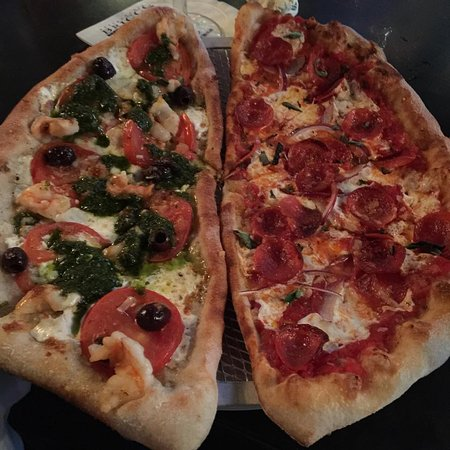 Glastonbury, CT: happy hour pizza
