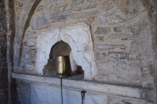 Moni Vronta : fonte per i pellegrini