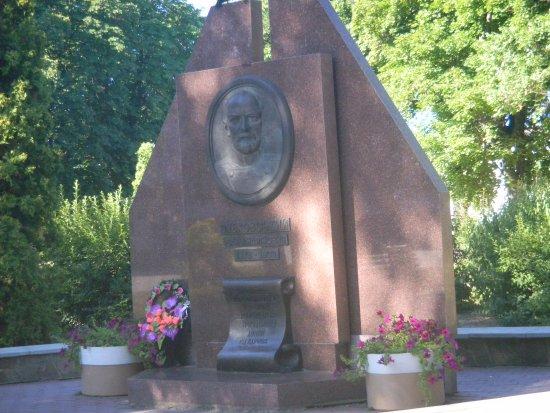Myrhorod, Ucrânia: Памятник основателю курорта