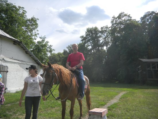 Myrhorod, Ucrânia: Катание на лошади