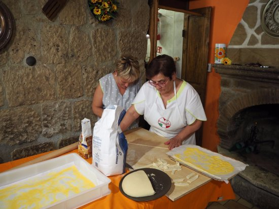 Farnese, Italy: Making 'biche' -- the local pasta -- by hand