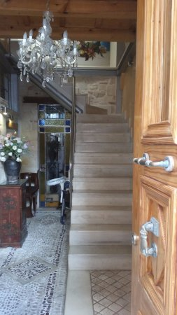 Avli Lounge Apartments: Stairs to our room