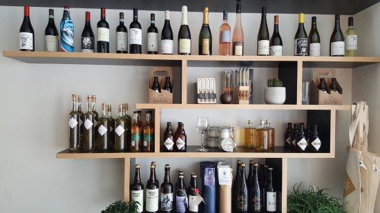 Wetteren, Belgium: Alle wijnen en olijfolies te koop in resto....