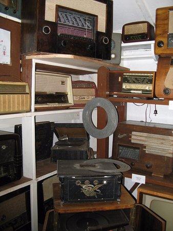 Monchhof, Austria: beim Radiomechaniker- alte Rundfunkempfänger