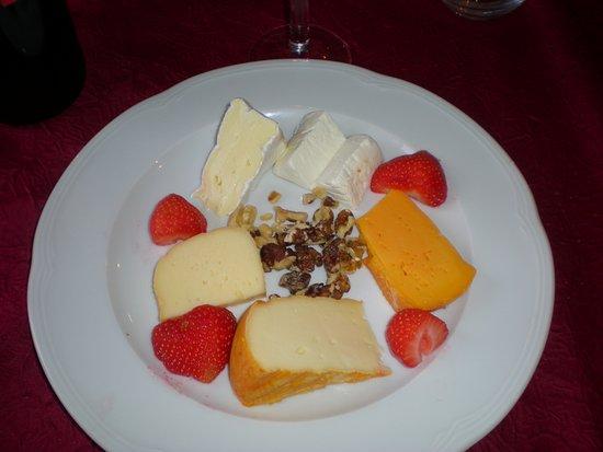 Wirwignes, France : une assiette de fromages copieuse