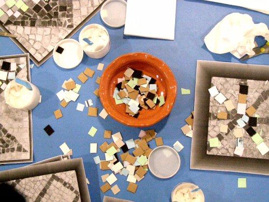 Sveti Vid-Miholjice, Kroatien: Workshop- making paper mosaics.