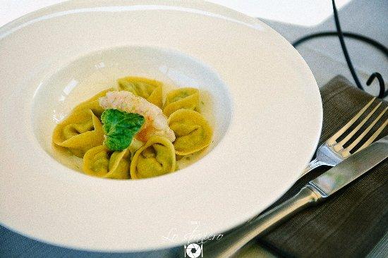Petrignano, Itália: Special: Tortelli di burrata e erbe amare, con tartare di scampi