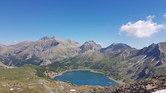 Le lac d'Allos depuis les tours, photo office de tourisme du Val d'Allos CB