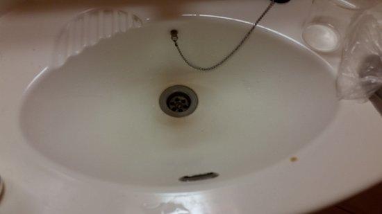 Portet-sur-Garonne, Francia: Vue lavabo, pas tout neuf !!