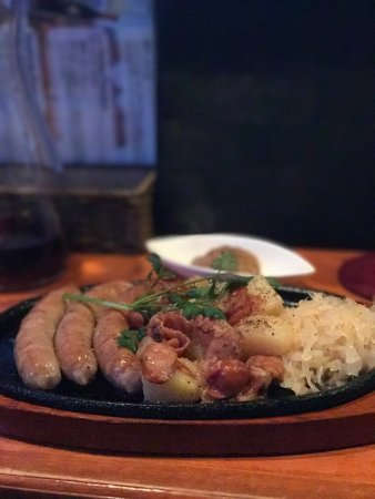 Itabashi, Japan: どのメニューを注文しても全て美味しかったです。ボリュームあるのでカウンター席だけですが、2〜3人でシェアした方が色んなものが食べれるのでオススメです。
