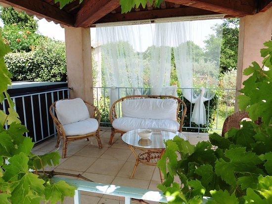"""Entrechaux, France: Terrasse """"espace détente"""""""