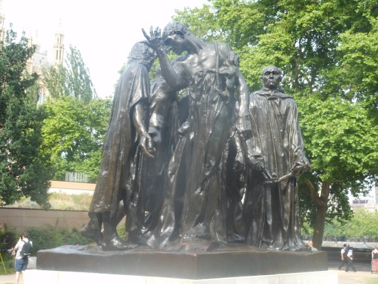 ‪The Burghers of Calais Statue‬