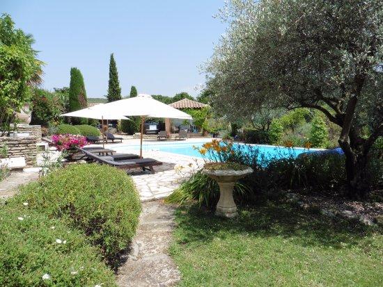 Entrechaux, France: Accès à la piscine depuis les chambres