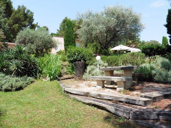 """Entrechaux, France: Autre terrasse """"espace barbecue"""""""