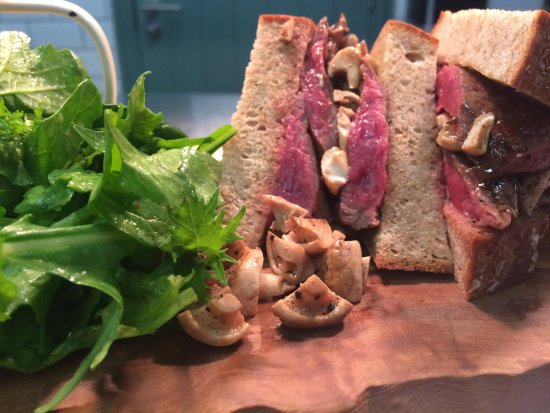 Wigmore, UK: Beef sirloin, salad & hand cut chips