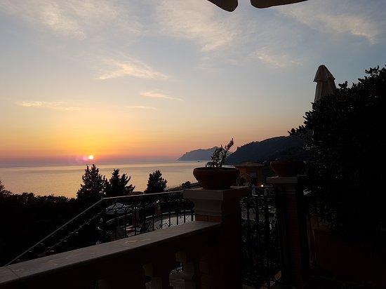 Dina's Paradise Hotel & Apartments: IMG_20170719_205858399_large.jpg