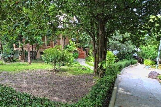 Tanote Villa Hill: Территория отеля