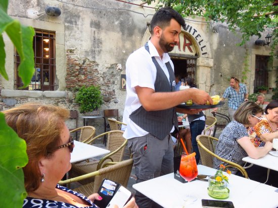 Savoca, Italia: Een borreltje in het bekende barretje uit de film de Godfather