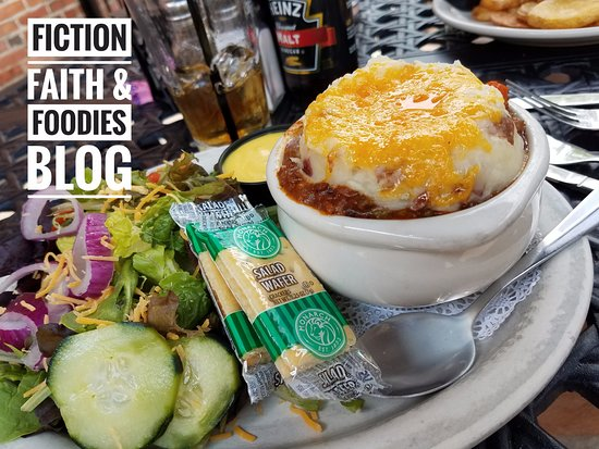 Six Pence Pub : Shepherd's (or Cottage) Pie. Pure meaty and cheesy goodness! Comfort food for sure!