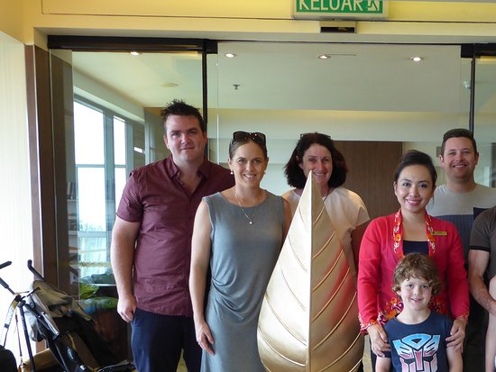 Shangri-La's Tanjung Aru Resort & Spa: Our family with the hotel's greatest asset Linda Apuk