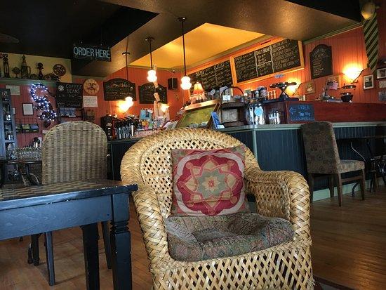 Hatteras Island, นอร์ทแคโรไลนา: Inside the shop from window seats