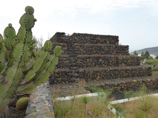 Guimar, Spagna: La pyramide de l'entrée