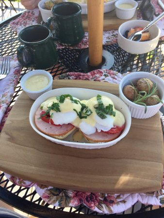 Barryville, NY: eggs benedict