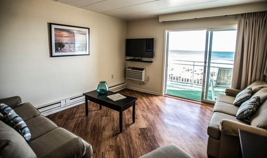 Engleside Inn: Suite 228 Living Room
