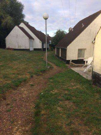 Moulle, Fransa: Chemin pour aller au gîte et terrasse