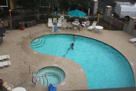 La Quinta Inn & Suites Flagstaff: Swimming pool