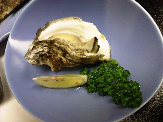 Kashiwazaki, Japan: 岩牡蠣