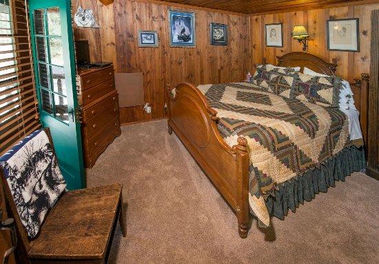 Cascade, CO: Timberwolf Room in the B&B