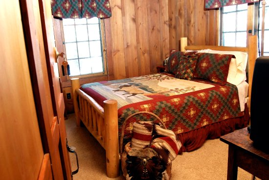 Cascade, CO: Ute Indian Trail Room in the B&B