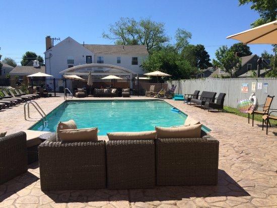 Cape Colony Inn: pool area