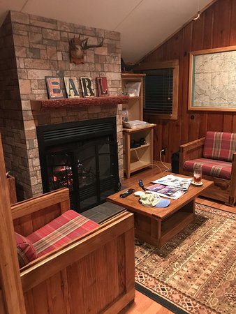 Eagle Bay, Estado de Nueva York: Living room Earl Covey cottage