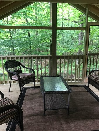 Eagle Bay, NY: Private screened porch, off of Master Bedroom, love this space! Earl Covey cottage