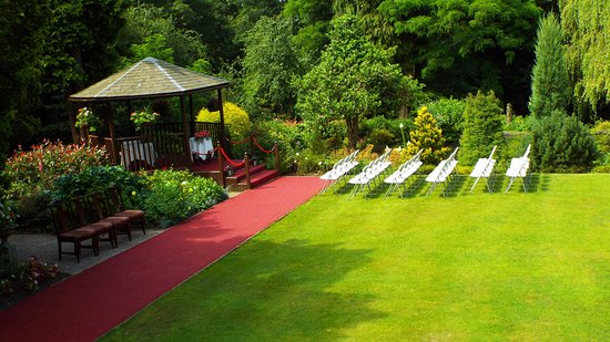 East Lodge Country House Hotel: Outdoor Wedding