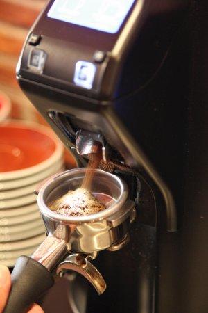 Monpazier, France: Café fraichement Moulu. Café bio