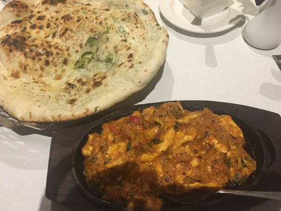 Holmfirth, UK: Naga Massala with Coriander and garlic Nan