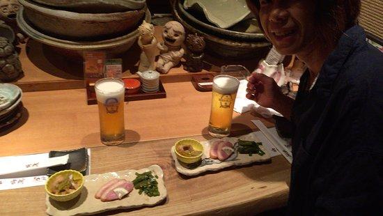 Tsubame, Japan: カウンターと並ぶうつわ達