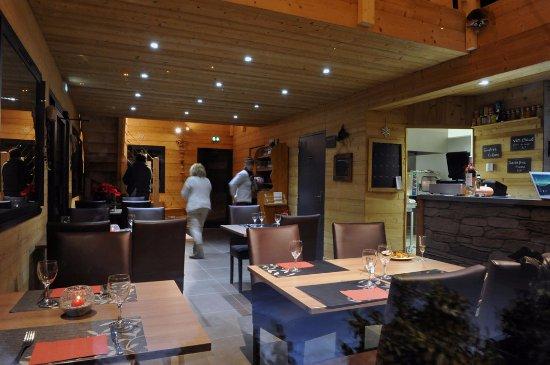 Flumet, France: AMBIANCE CHALET BOIS ET CHALEUREUX.....