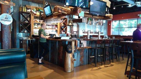 Battle Ground, WA: Bar area & our waitress